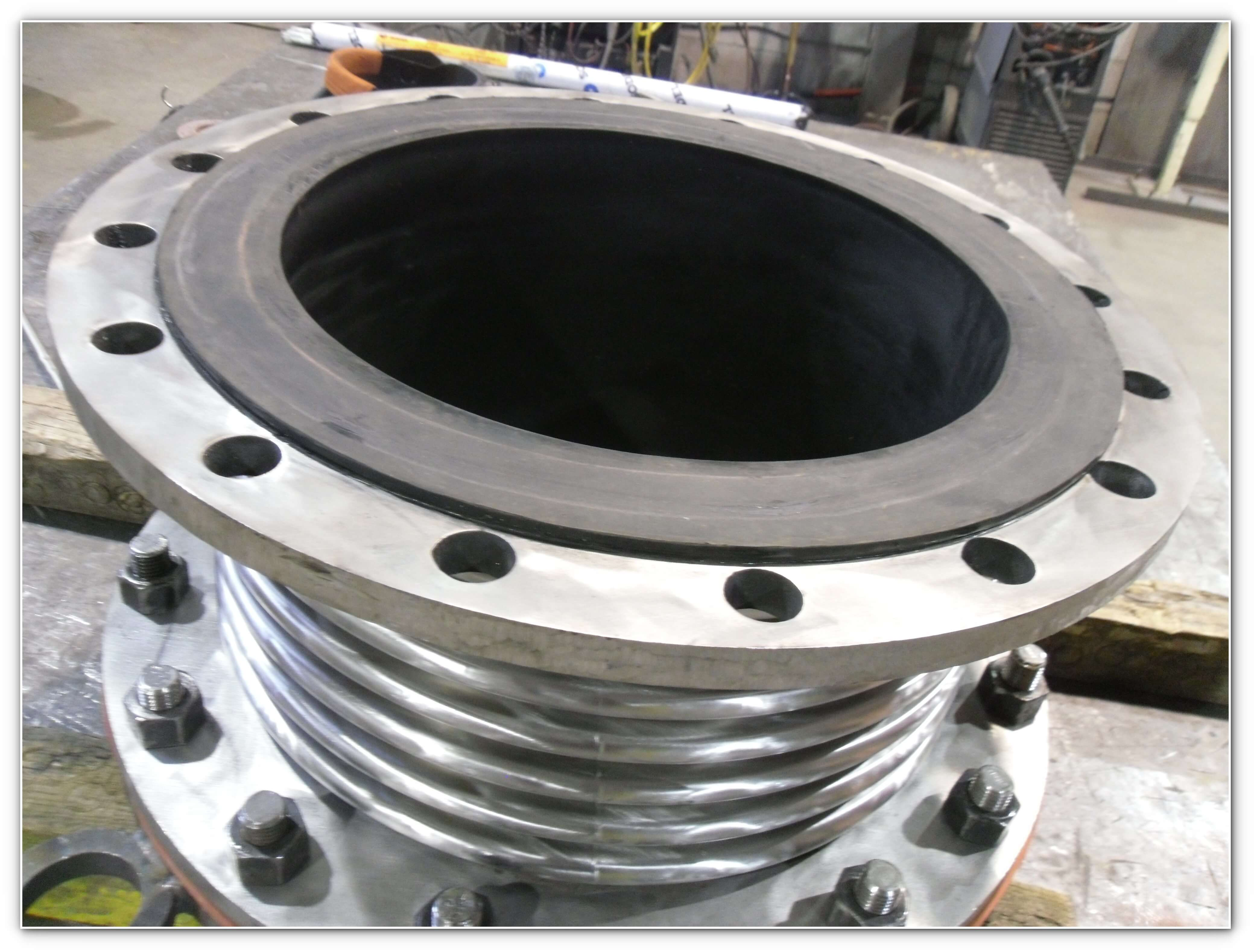 Rubber-lined bellows for abrasive flow