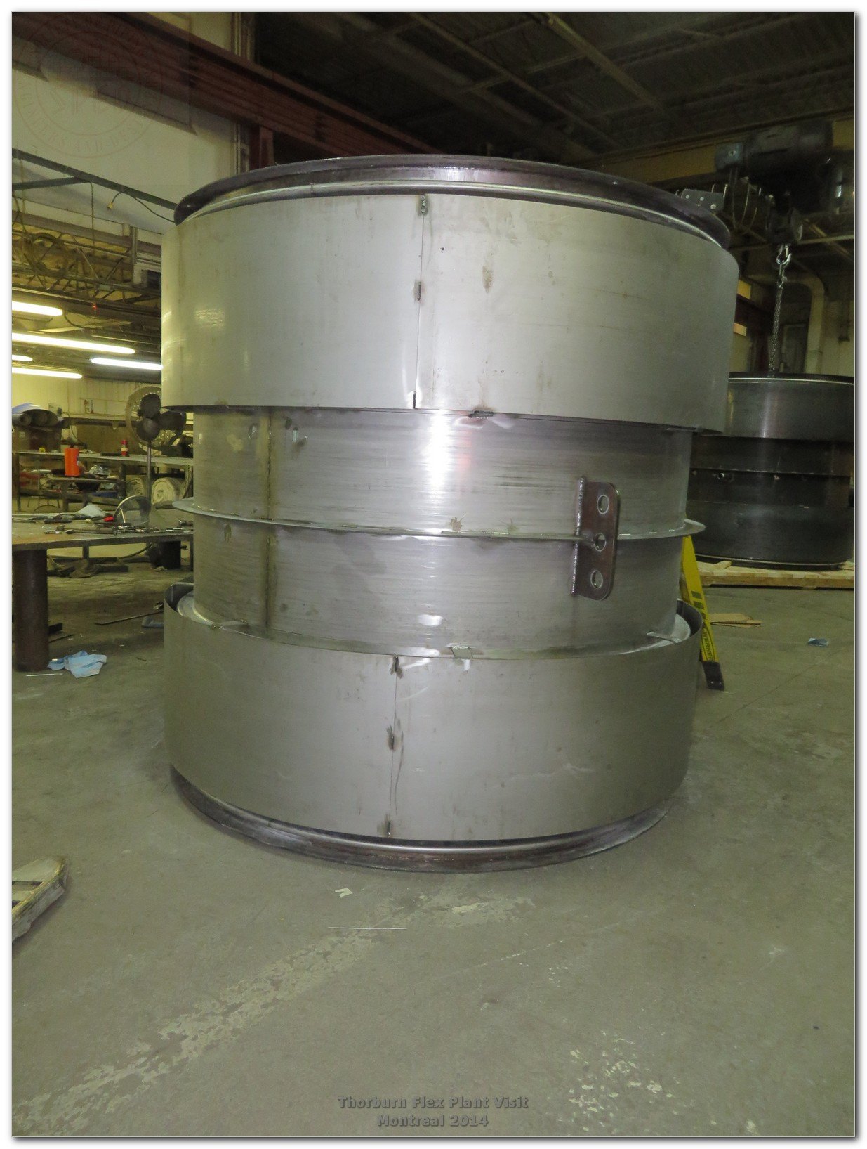 Universal metallic bellows expansion joint for air ducting application with stainless steel spool pipe and covers installed over two bellows
